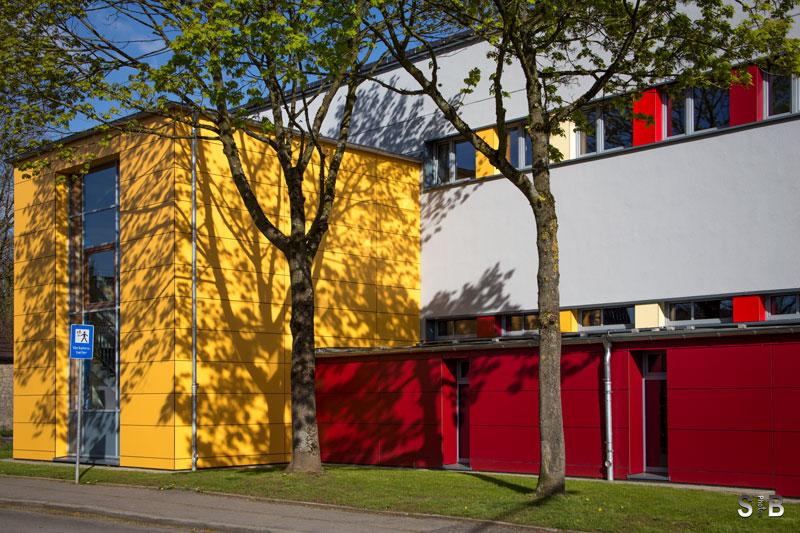Schulgebäude der OGGS Mausbach.